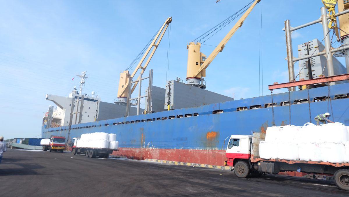 Cargo Vessel Golden Century